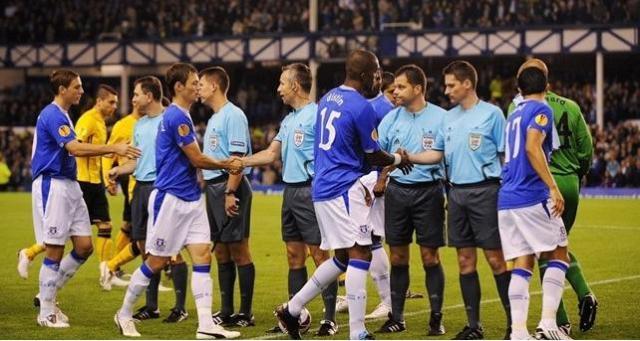 UEFA Pre-Match Handshake©Getty Images